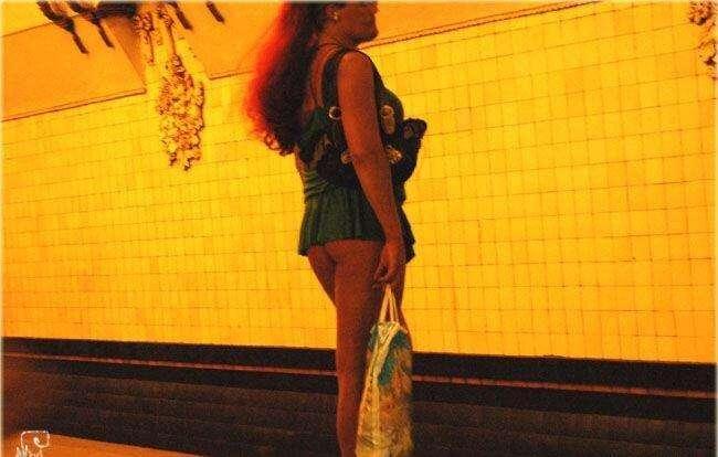 В метро (49 фото)