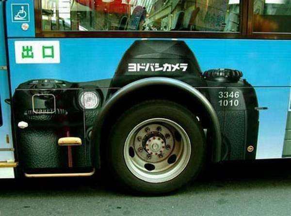 Прикольна реклама на автобусах (19 фото)