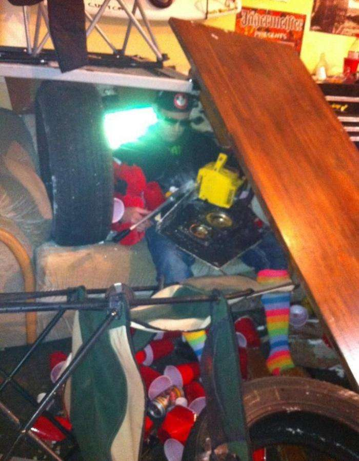 Не напивайтеся з друзями у гаражі (7 фото)